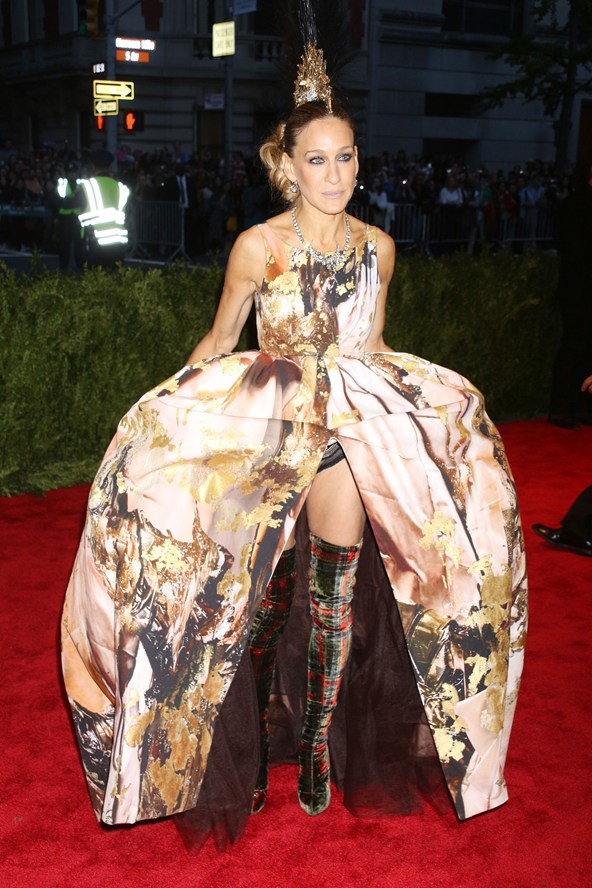 sjp-boots-vogue-7may13-rex_b_592x888